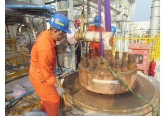 基礎油廠WOU定檢觸媒卸裝工程